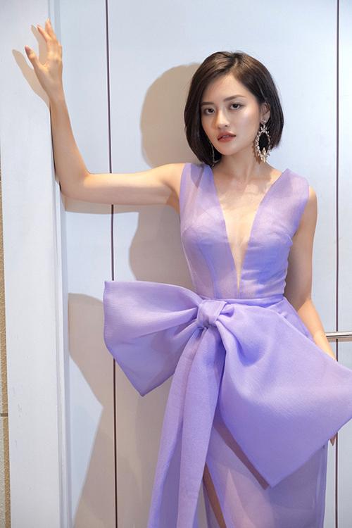 Thùy Anh tại hậu trường show diễn của NTK Thảo Nguyễn hôm 18/7 tại Hà Nội.