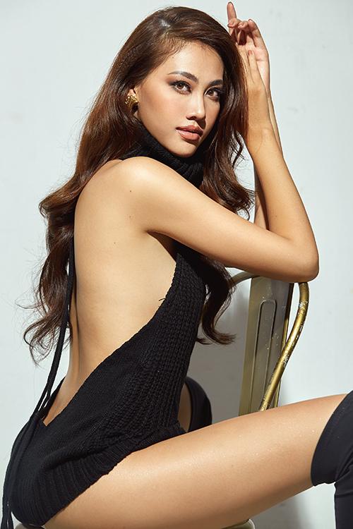 Trần Thùy Trang sinh năm 1997, quê ở Huế. Cô từng vào Top 45 tại cuộc thi Hoa hậu Hoàn vũ Việt Nam 2015, Top 34 Hoa hậu Việt Nam 2016 và Top 15 Hoa hậu Hoàn vũ Việt Nam 2017.