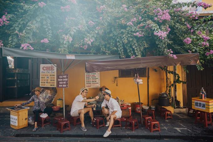 [Caption] đành ghé vào quán chè bên đường ăn bát tào phớ hạ hỏa rồi quyết định đi đâu tiếp nè.