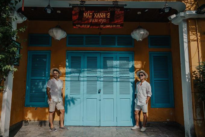 [Caption] Rất nhiều hàng quán còn đóng cửa sau mùa dịch, tụi mình cũng hy vọng mọi việc trở nên bình thường lại như cũ để bà con làm ăn nữa, chứ giớ đi dạo mà lòng thấy cũng hơi buồn đó.