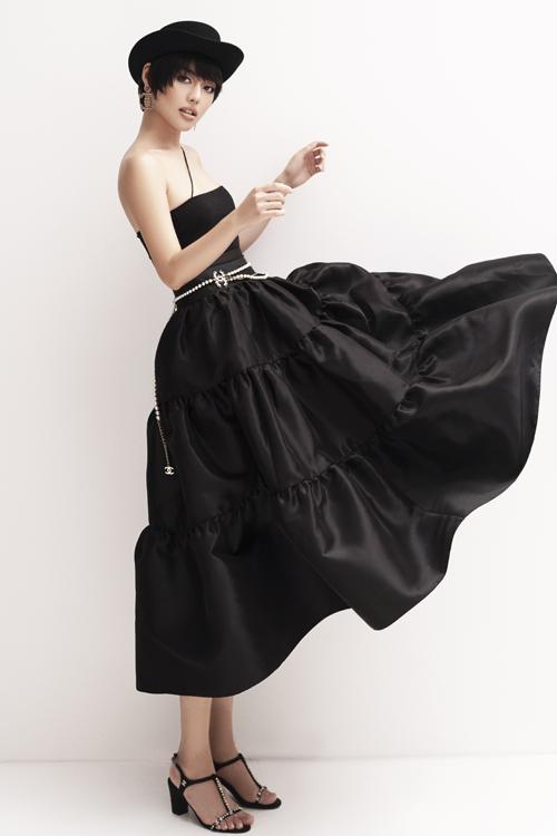 Bên cạnh công việc quen thuộc của một người truyền cảm hứng về phong cách ăn mặc, Khánh Linh quyết định đầu tư nghiêm túc cho lĩnh vực điện ảnh.