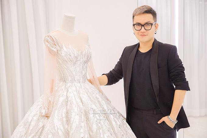 Chung Thanh Phong dốc sức hoàn thành bộ sưu tập cưới để giới thiệu vào đầu mùa thu thay vì làm show xuân hè như mọi năm.