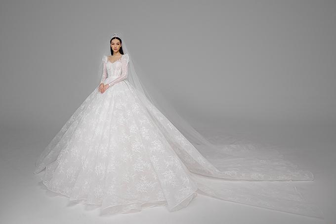 Người mẫu Gyečuková Lenka được chọn làm nàng thờ để quảng bá show diễn cưới sắp được tổ chức vào ngày 1/8 tại TP HCM.