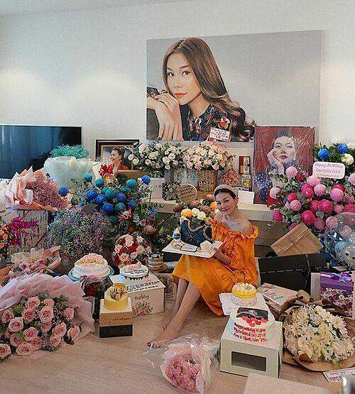 Cảm ơn mọi người với tất cả lời chúc cùng những món quà được gửi đến nhé, siêu mẫu Thanh Hằng chia sẻ trong ngày sinh nhật.