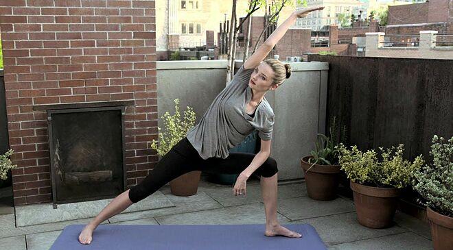 Siêu mẫu 37 tuổi gắn bó với bộ môn yoga hơn 10 năm nay.