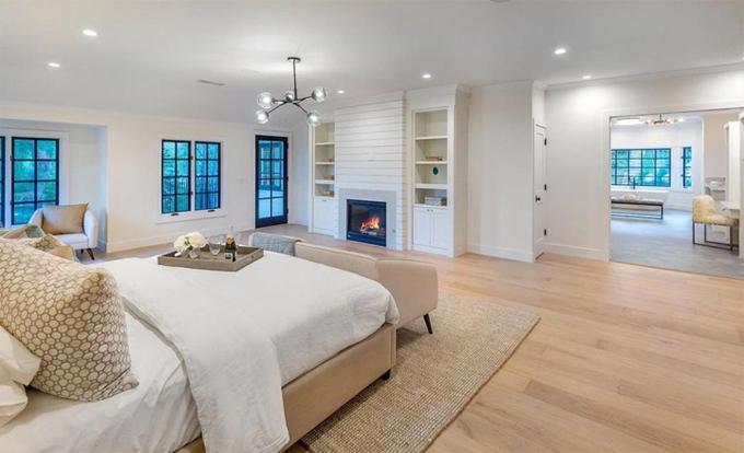 Các phòng đều có nhiều cửa sổ, không gian ấm cúng.