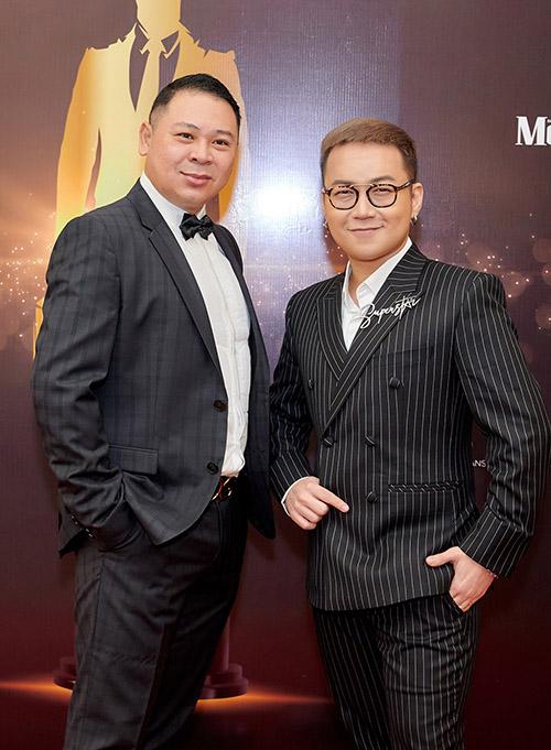 Đạo diễn Hiếu Tâm hội ngộ nhà thiết kế Chung Thanh Phong trên thảm đỏ.