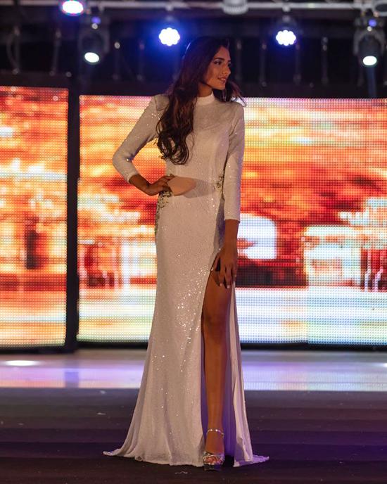Tân hoa hậu cũng giành giải phụ Top Model.