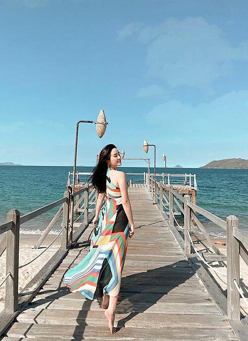 Bảo Thy thả dáng khi nghỉ dưỡng tại một resort nổi tiếng ở Nha Trang.