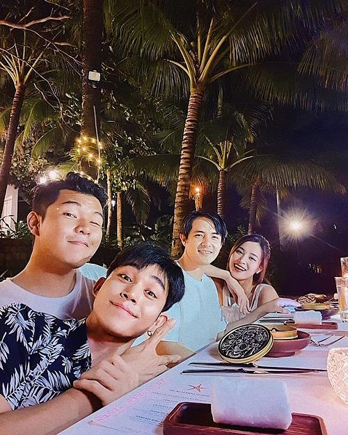 Jun Phạm và bạn tình cờ gặp vợ chồng Đông Nhi - Ông Cao Thắng khi du lịch nghỉ dưỡng tại một resort ở Cà Mau.
