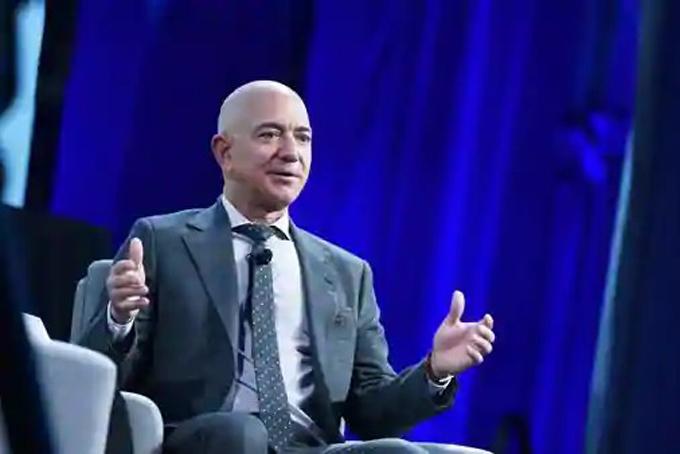 Jeff Bezos - CEO Amazon, người giàu nhất thế giới. Ảnh: WP.