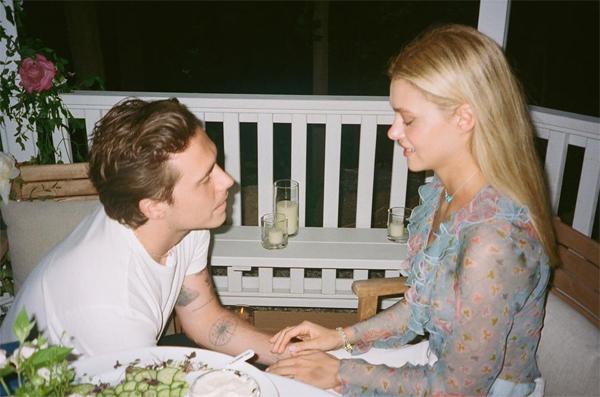 Brooklyn và vợ sắp cưới hé lộ ảnh độc