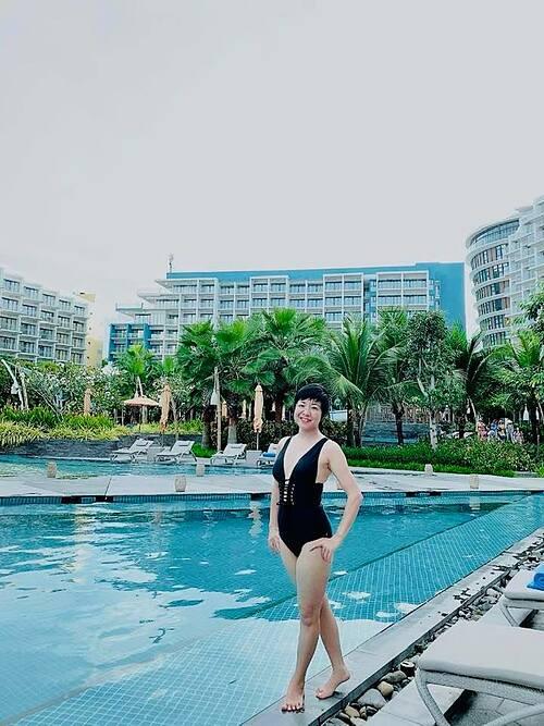 MC Thảo Vân hiếm hoi khoe dáng với áo tắm khi du lịch ở Phú Quốc.