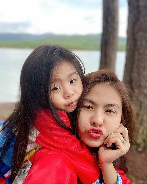 Con gái diễn viên Vân Trang càng lớn càng giống mẹ.