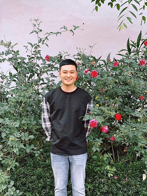 Anh mỉm cười thôi. Nhưng trong lòng chết mấy phần, Quang Vinh bình luận về bức ảnh của mình.