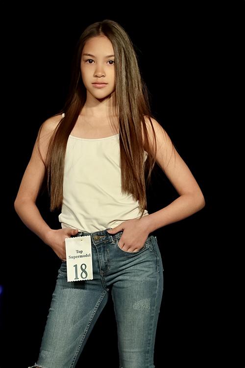 Sự thể hiện xuất sắc của Lucy Bùi tại những buổi casting và show diễn năm đó đã khiến cô bé lọt vào mắt xanh của giới chuyên môn và được BMG, công ty quản lý người mẫu tại Mỹ mời hợp tác.