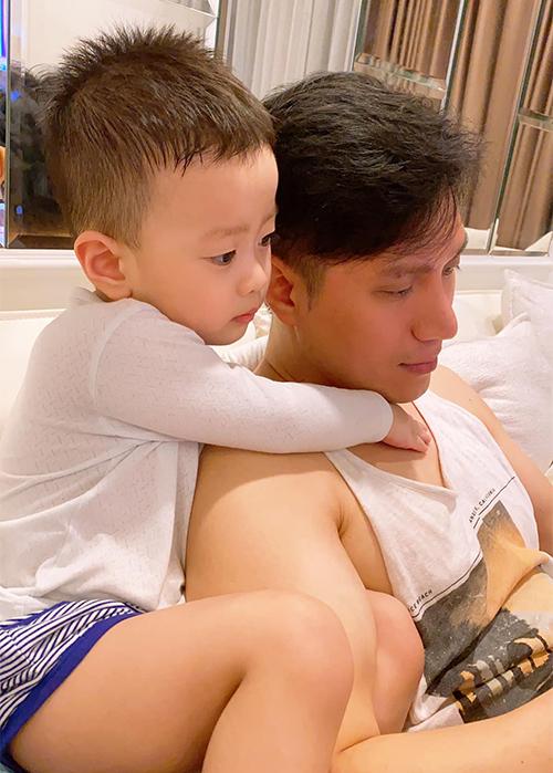 Việt Anh và con trai Đậu - kết quả của cuộc hôn nhân thứ hai với Hương Trần.