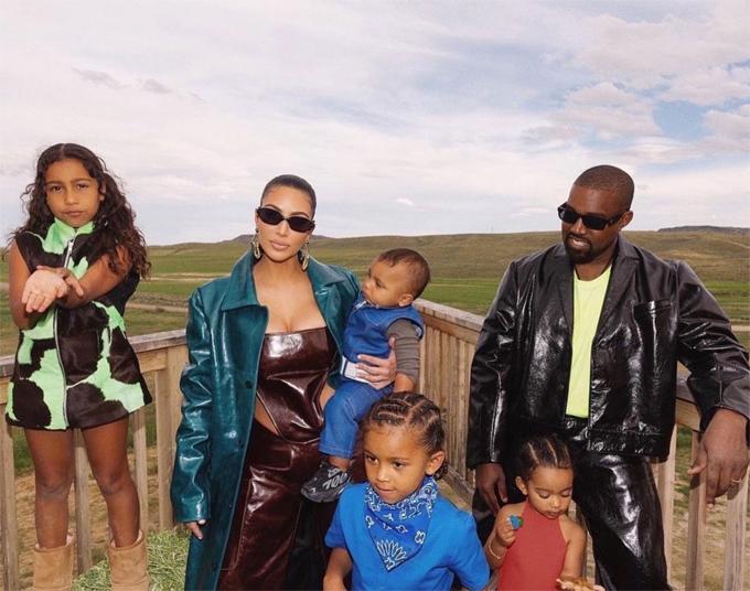 Cặp sao có bốn người con chung sau 8 năm kết hôn.