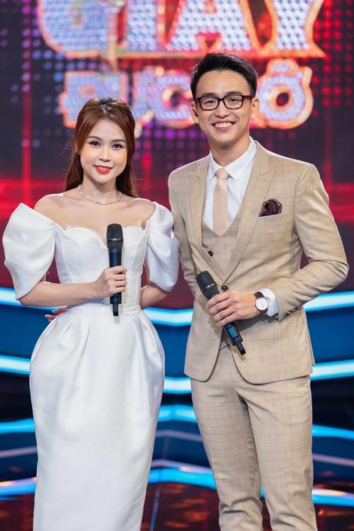 Lần này, nữ MC xinh đẹp kết hợp cùng MC Quang Bảo.