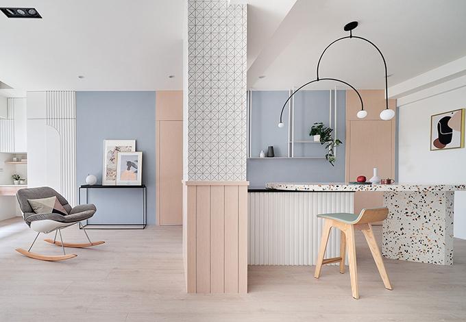 Các phòng chức năng được xác định bởi ba đường vô hình từ một trụ đứng, gồm phòng khách, khu sinh hoạt chung, khu vực ăn uống.
