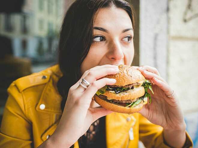 Ăn để giải tỏa cảm xúc dễ khiến bạn tăng cân.