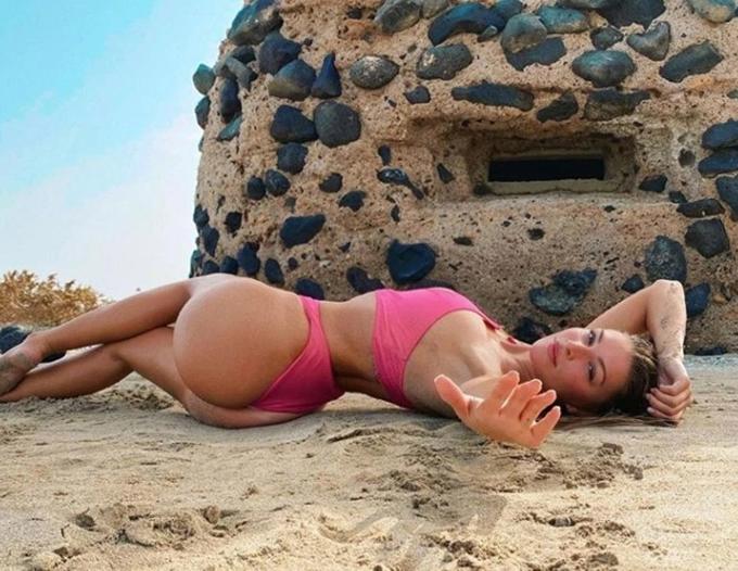 Loạt sao  mặc bikini chụp  nghiêng người  - 10