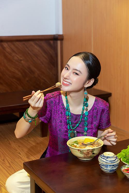 Bằng chính những trải nghiệm trong cuộc sống, Angela Phương Trinh luôn động viên khán giả hâm mộ ăn chay trường, tránh sát sinh động vật.