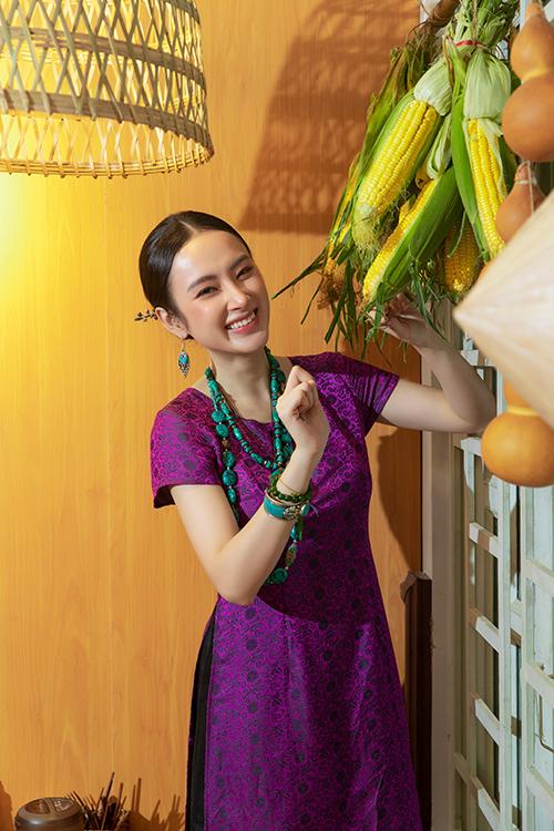 Người đẹp cho biết, quán chay Tâm Đức của gia đình mới mở nhưng đã nhận được sự quan tâm của đông đảo khách hàng mê ẩm thực chay. Vì thế cô lên kế hoạch để khai trương thêm chi nhánh hai tại Q7 để đáp ứng nhu cầu ăn chay ngày càng nhiều hơn.