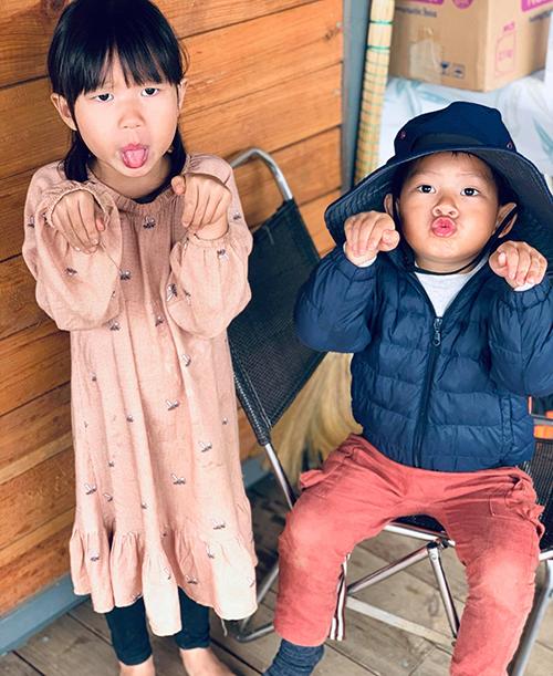 Sunny và Mio đều rất hiếu động và nghich ngợm.