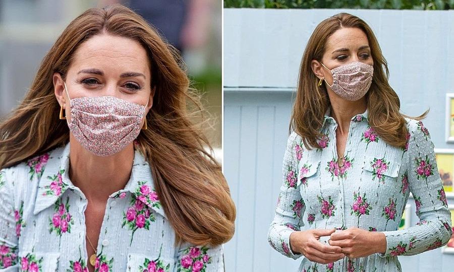 Kate Middleton trang điểm mắt đậm khi đeo khẩu trang