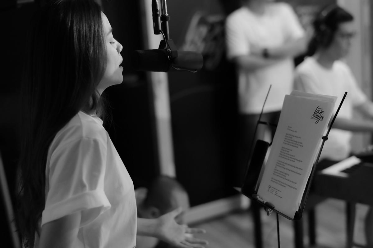 Giữa nhiều xu hướng âm nhạc hay MV có nội dung kịch tính, Hồ Ngọc Hà chọn quay trở lại với ballad, đánh mạnh vào giá trị cốt lõi là âm nhạc và cảm xúc.