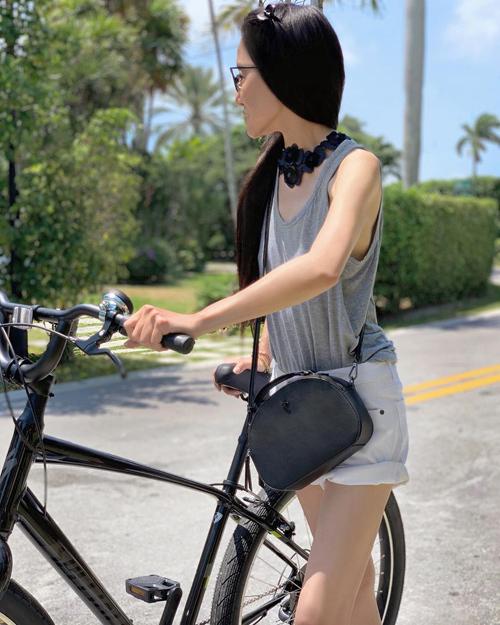 Quần short là kiểu trang phục yêu thích của Vera Wang