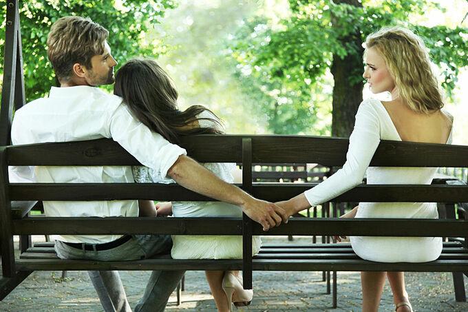 Bị bạn đời lừa dối là nỗi đau khó vượt qua. Ảnh minh họa: Shutterstock.