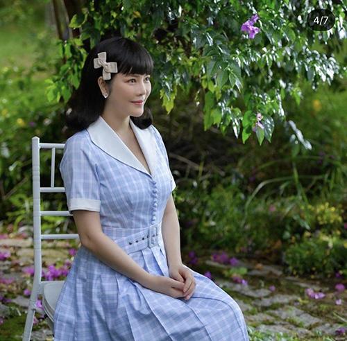 Trang phục phối hợp hai gam màu xanh pastel và trắng nhẹ nhàng của Lý Nhã Kỳ dành riêng cho các bạn gái mê dòng thời trang vintage.