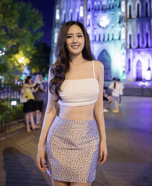 Sau khi giảm cân và lấy lại vóc dáng hoàn hảo, Mai Phương Thuý chuộng các mẫu váy áo sexy.