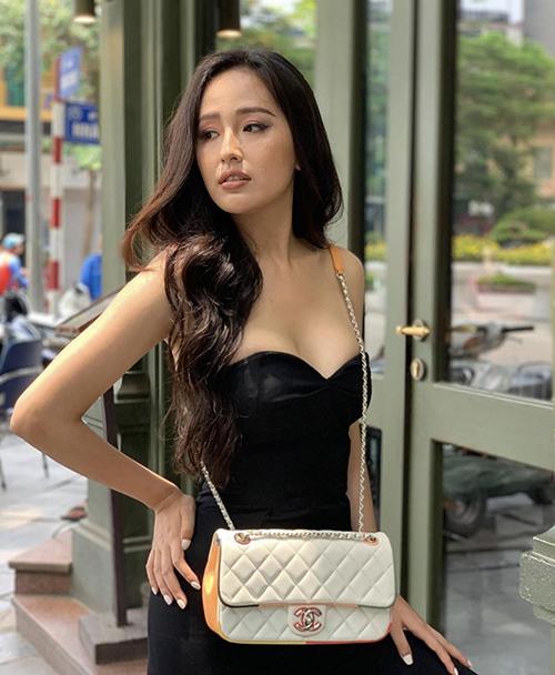 Những mẫu đầm cúp ngực tôn vòng một và ôm khít eo cũng được Mai Phương Thuý lựa chọn để khiến phong cách thời trang của cô cuốn hút hơn.
