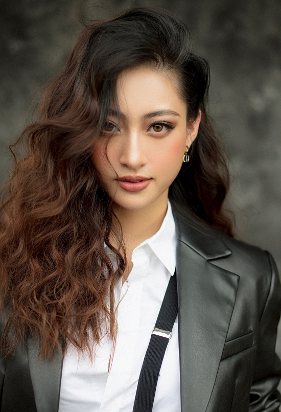 Bộ ảnh được Thuỳ Linh thực hiện nhân tuổi mới, đồng thời kỷ niệm một năm đăng quang Hoa hậu Thế giới Việt Nam 2019.