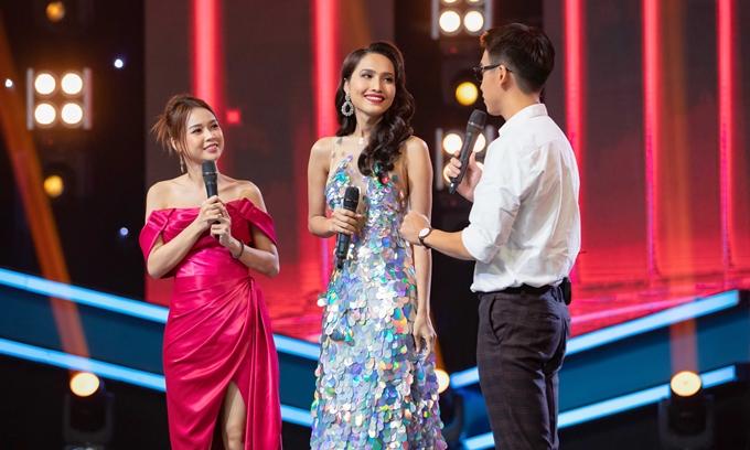 Hoài Sa giao lưu với bộ đôi MC Quang Bảo - Sam.