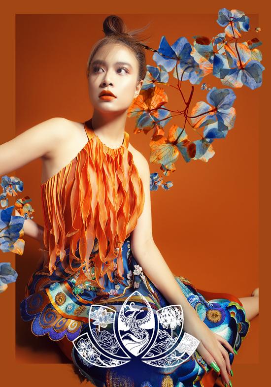 Hoàng Thùy Linh quyến rũ với gam màu cam thể hiện sự tinh tế.