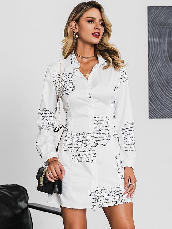 Không chỉ vậy, dáng váy ngắn điểm xuyết hình in thời thượng,  thắt eo độc đáo