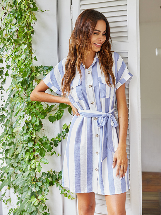 Đầm sơ mi còn là lựa chọn phù hợp để theo nàng xuống phố hoặc đi du lịch nếu được thực hiện trên chất liệu mềm nhẹ, thoáng mát.