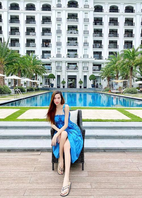 Hồ Ngọc Hà là người đi đầu xu hướng staycation. Từ khi mang bầu, cô và gia đình thường nghỉ cuối tuần tại các khách sạn ở TP HCM.
