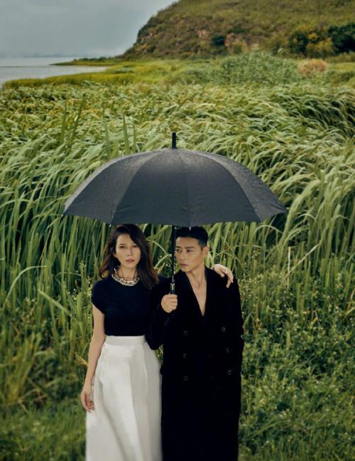 Khung cảnh lãng mạn nơi đôi uyên ương sánh vai trong bộ ảnh.