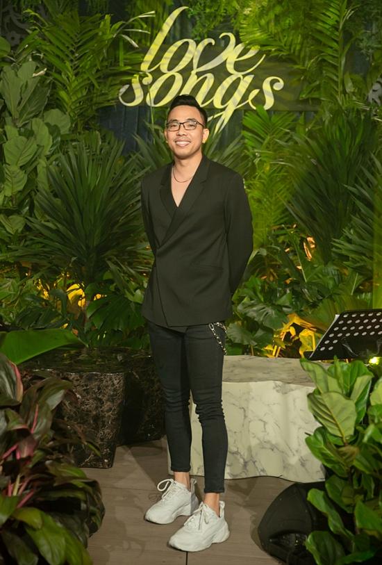 Nhạc sĩ Nguyễn Hồng Thuận là người sáng tác ca khúc chủ đề Càng trưởng thành càng cô đơn.