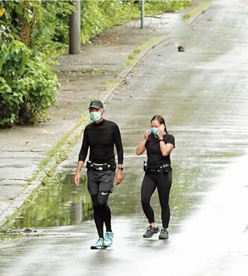 Trước đây, Châu Nhuận Phát thường chạy với nhóm đông bạn bè, tuy nhiên do các quy định của chính phủ nhằm ngăn chặn Covid-19, nam diễn viên hiện chỉ chạy với một người bạn. Địa điểm được hai người chọn là Công viên Quốc gia Pak Tam Chung ở Sai Kung, Hong Kong.