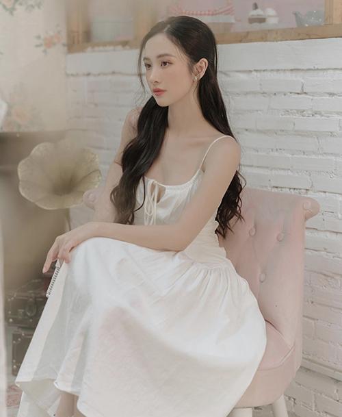 Đối với dòng thời trang dạo phố, các mẫu váy hai dây, thiết kế trên chất liệu thân thiện môi trường luôn được lòng Jun Vũ và các tín đồ thời trang Việt.