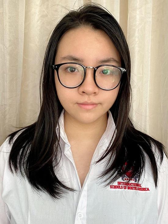 Gia Bảo trong bức ảnh chân dung do mẹ chụp lại. Cô vừa tốt nghiệp lớp 12 tại một trường quốc tế ở TP HCM.
