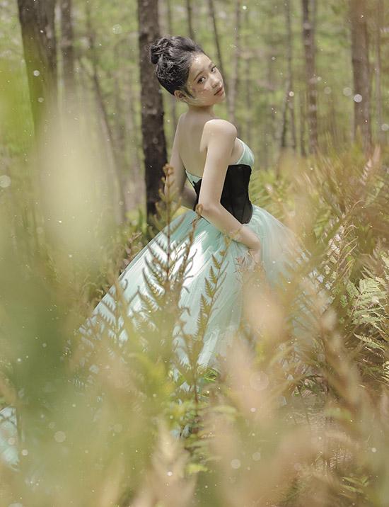 Bảo Hà diện váy công chúa dạo chơi ở Đà Lạt