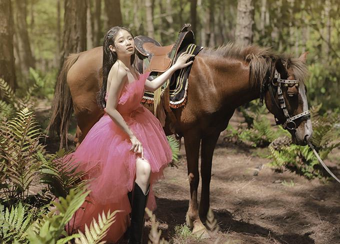 Bảo Hà diện váy công chúa dạo chơi ở Đà Lạt - 6
