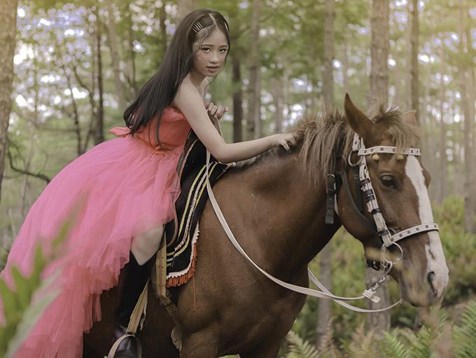 Bảo Hà diện váy công chúa dạo chơi ở Đà Lạt - 8